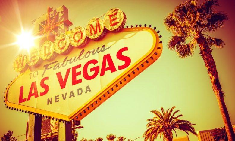 las-vegas-kumarhaneleri-ve-poker-odalari-maskeler-kapali,-engeller-asagidayken-yeni-ozgurlukleri-kucakliyor